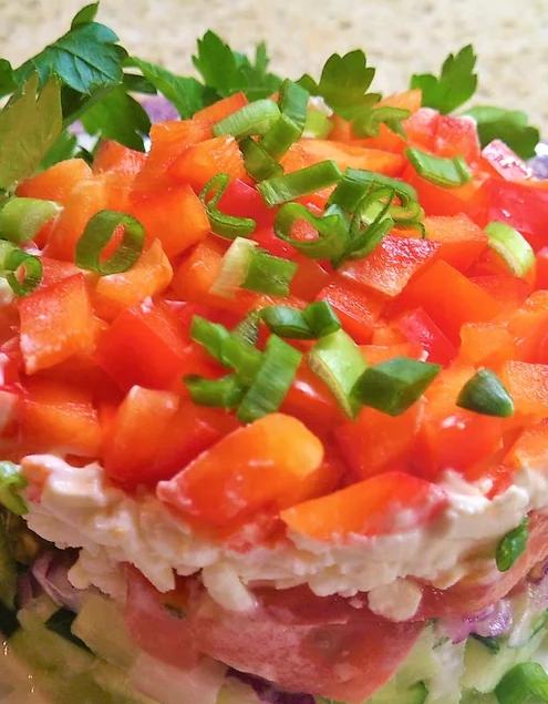 слоеный салат с кальмарами и тунцом