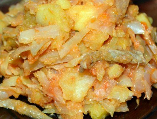 тушеная капуста с картошкой и мясом