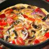 омлет с грибами, помидорами и сыром
