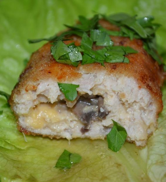 Куриные зразы с грибами и сыром